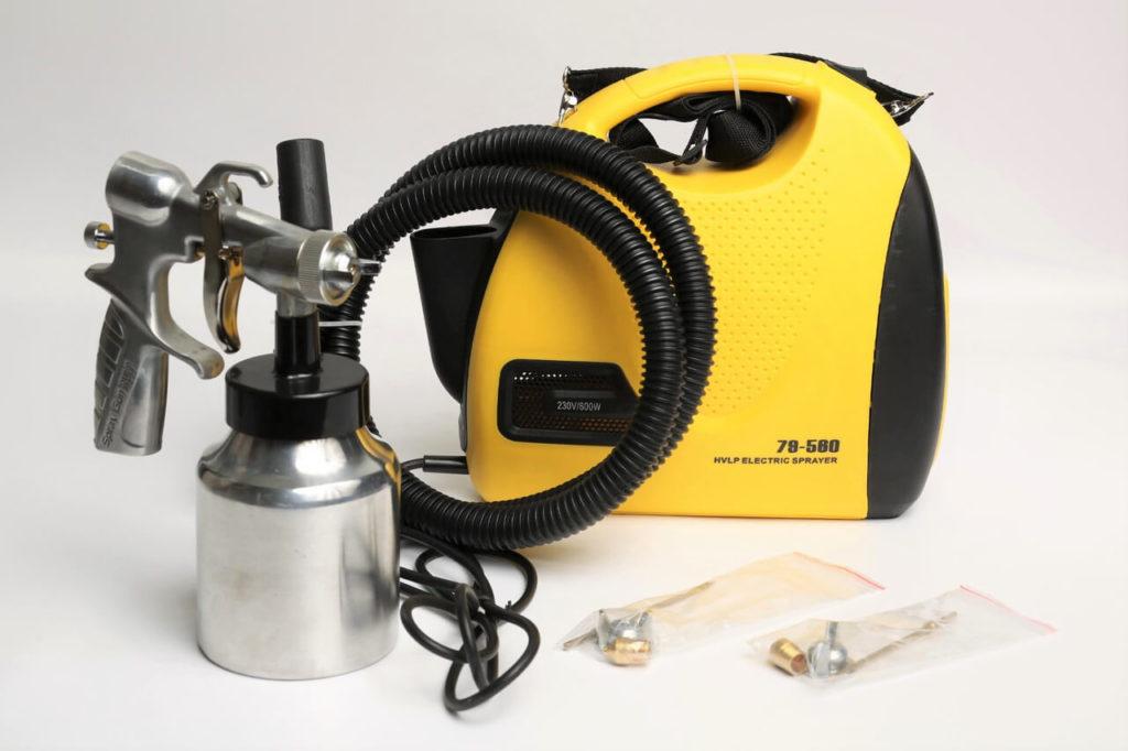 Напольный вариант электроинструмента с запасным комплектом сопел