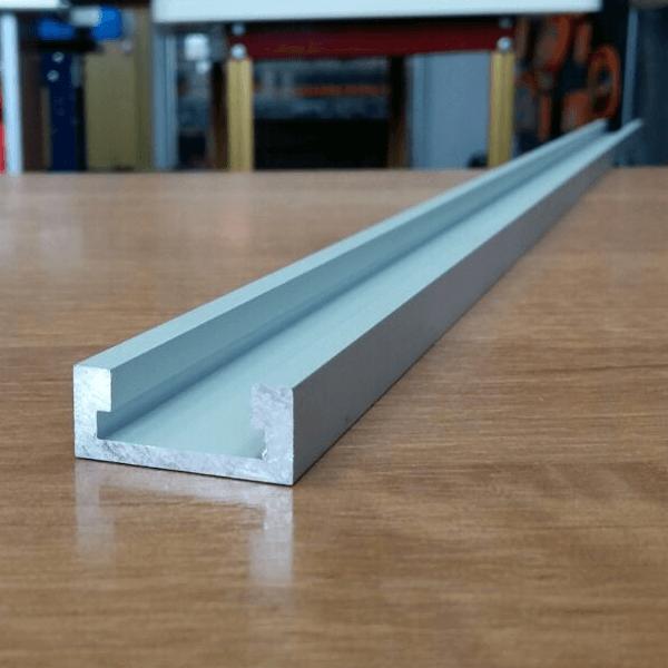 Создают устройство из готового алюминиевого профиля